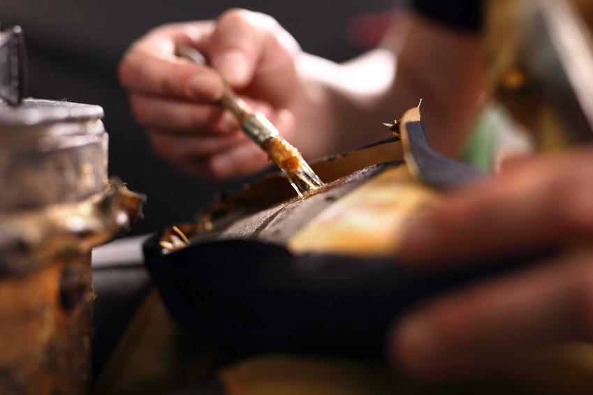 Szewc klejący buty, a także klej do butów do użytku domowego, producenci, skuteczność oraz ceny