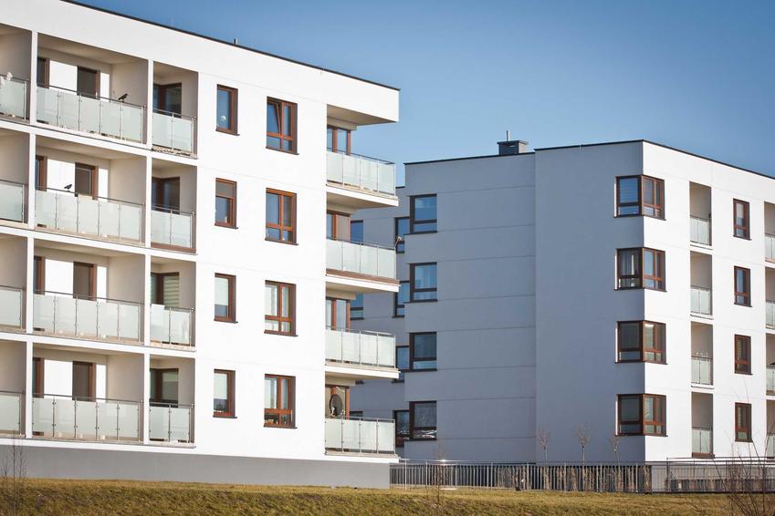 Niskie bloki na zamkniętym osiedlu, czyli dlaczego warto mieszkać na nowym osiedlu