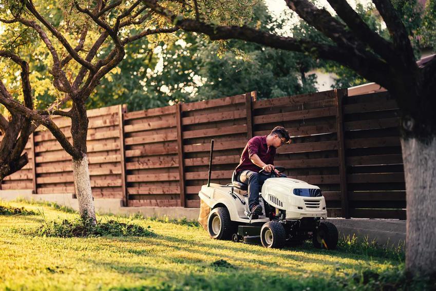 Traktorek kosiarka w czasie zastosowania w ogrodzie, a także rodzaje urządzenia, opinie, porady oraz ceny