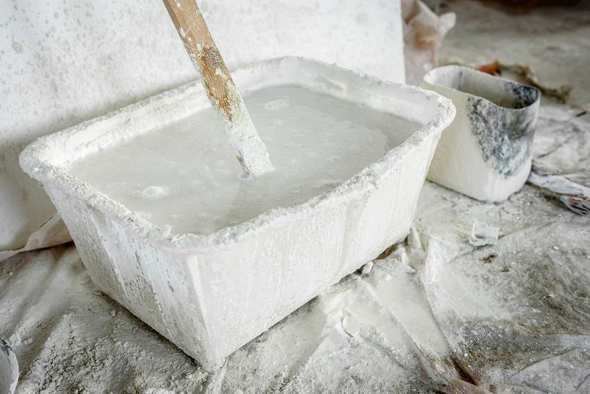 Ciasto wapienne w wiaderku przygotowane z wapna gaszonego, a także zastosowanie, przygotowanie, porady oraz ceny