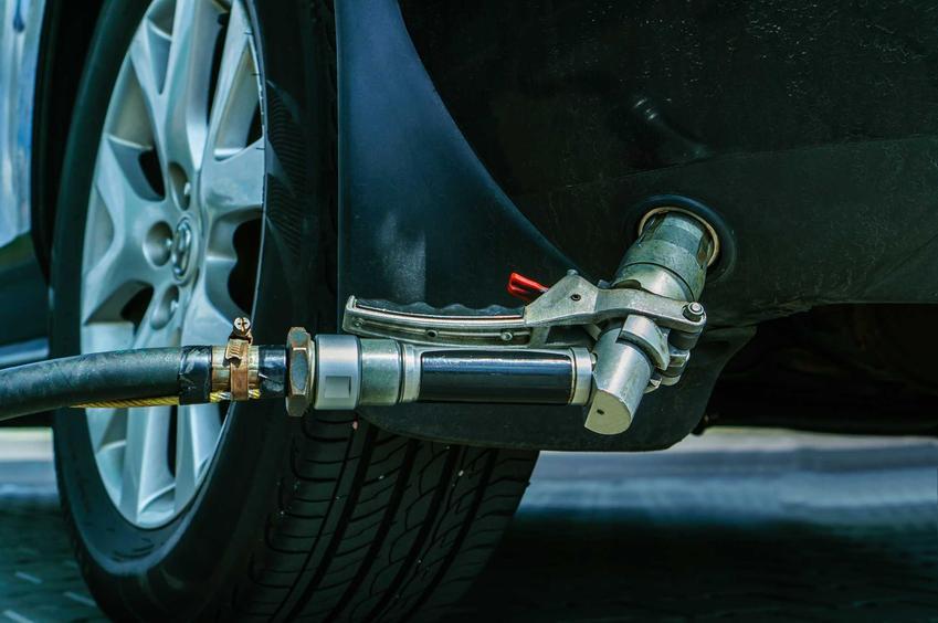 Tankowanie gazu LPG do samochodu, a także informacje, jaki jest koszt instalacji gazowej w samochodzie osobowym krok po kroku