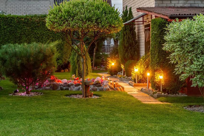 Oświetlenie domu na zewnątrz za pomocą stojących lamp, a także rodzaje, sposób oświetlenia, TOP 10 najlepszych modeli
