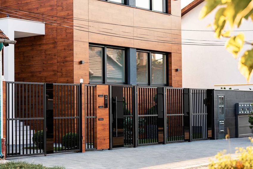 Nietypowa elewacja z drewnem na domu nowoczesnym, a także TOP 10 projektów na elewację z drewnem