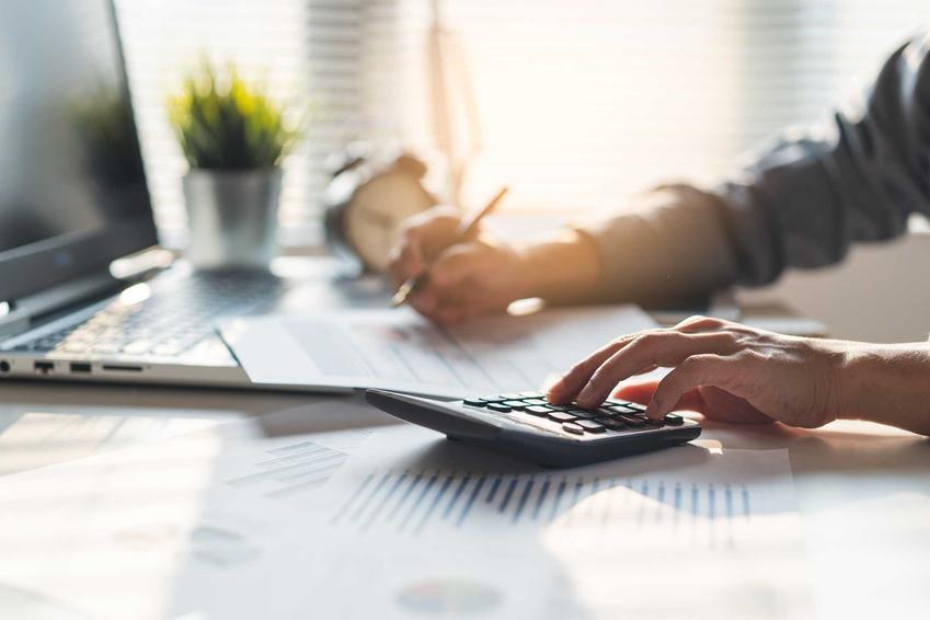 Obliczanie kosztu uzyskania przychodu w firmie, a także informacje, jak liczyć koszty uzyskania przychodu krok po kroku