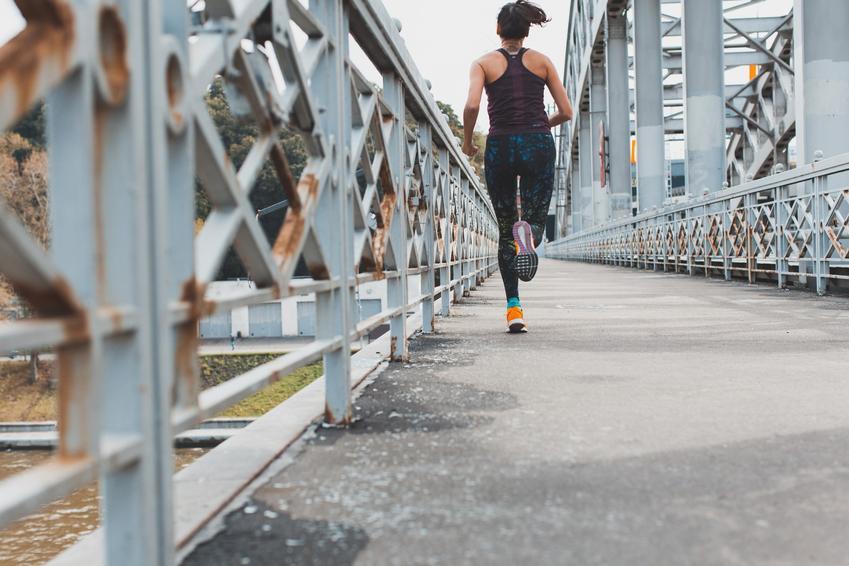 Bieg na bieżni czy w terenie - co jest zdrowsze dla naszego ciała?