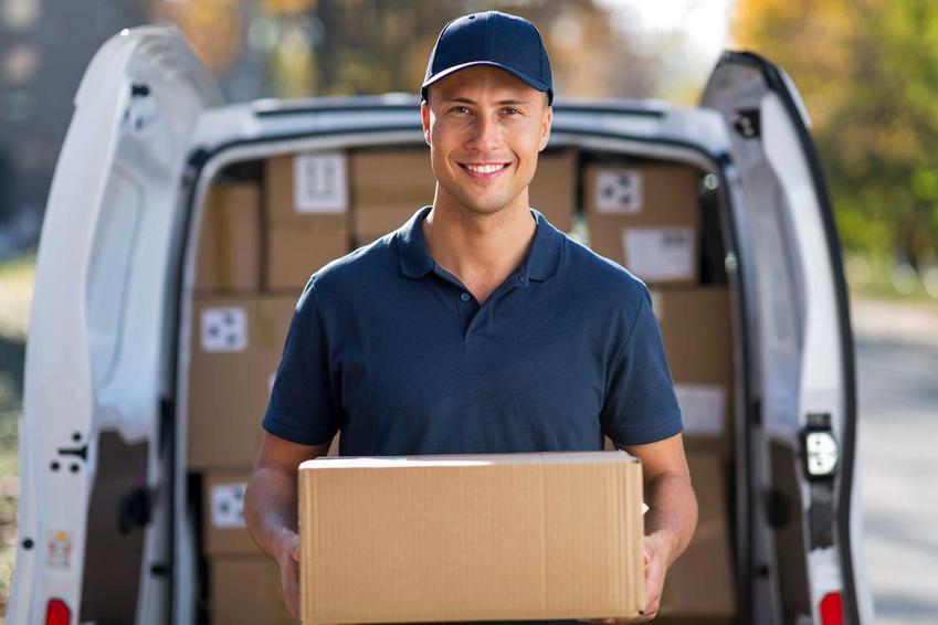 Kurier DPD rozdający paczki, a także cennik DPD, aktualne ceny oraz koszt różnych usług kurierskich
