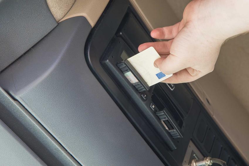 Karta kierowcy wkładana do tachografu, a także cena, informacje oraz wymagane dokumenty oraz formalności
