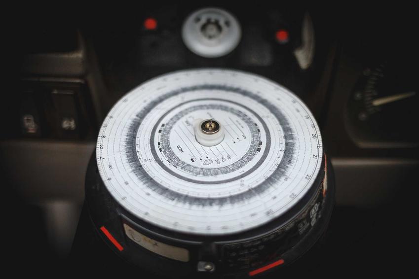 Tachograf został zastąpiony kartą kierowcy, a także informacje, ceny, wymagane dokumenty krok po kroku