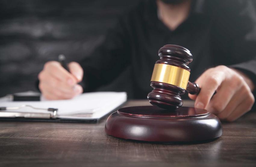 Subsydiarny akt oskarżenia przedstawiony w sądzie, a także definicja pojęcia oraz postępowanie w takim przypadku