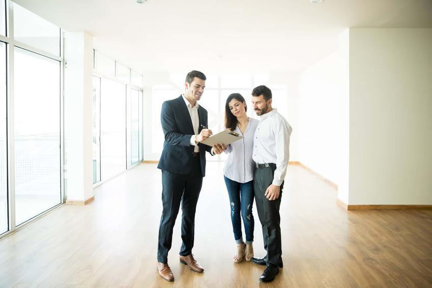 Para podczas oglądania i zakupu mieszkania, a także Polski Ład i jego najważniejsze założenia