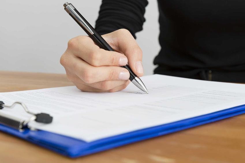 Podpisywanie umowy o użyczeniu, w czasie której powstaje posiadacz samoistny, a także definicja, obowiązki i prawa posiadacza