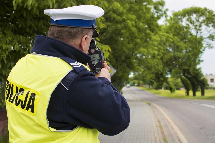 Kontrola drogowa prędkości, a także zatrzymanie prawa jazdy ze względu na prędkość, przyczyny i najważniejsze informacje