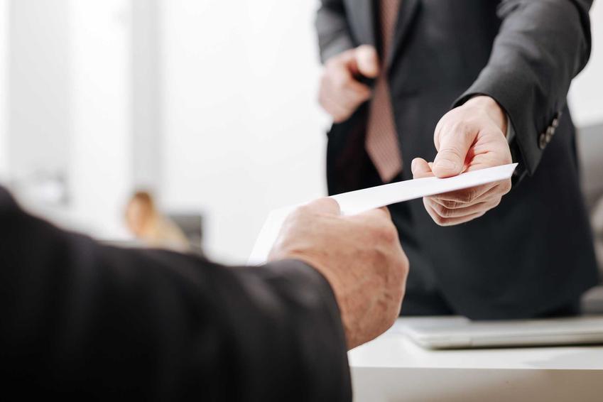 Zakońćzenie współpracy w pracy, czyli rozwiązanie umowy o pracę bez wypowiedzenia, zasady, okoliczności, informacje