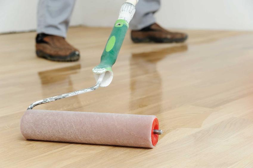Lakierowanie parkietu jest niezbędne w czasie odnawiania podłogi. Renowacja parkietu wymaga nałożenia nowej warstwy nabłyszczającej i wygładzającej.