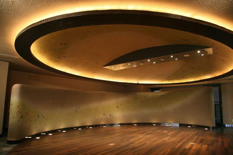 Parkiet w sali koncertowej, a także zasady renowacji parkietu krok po kroku, cyklinowanie, olejowanie, przygotowanie