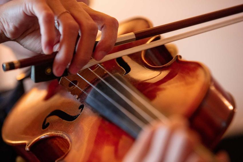 Gra na skrzypcach wysokiej jakości, a także ceny skrzypiec, czyli ile kosztują skrzypce od różnych producentów i w różnych rozmiarach