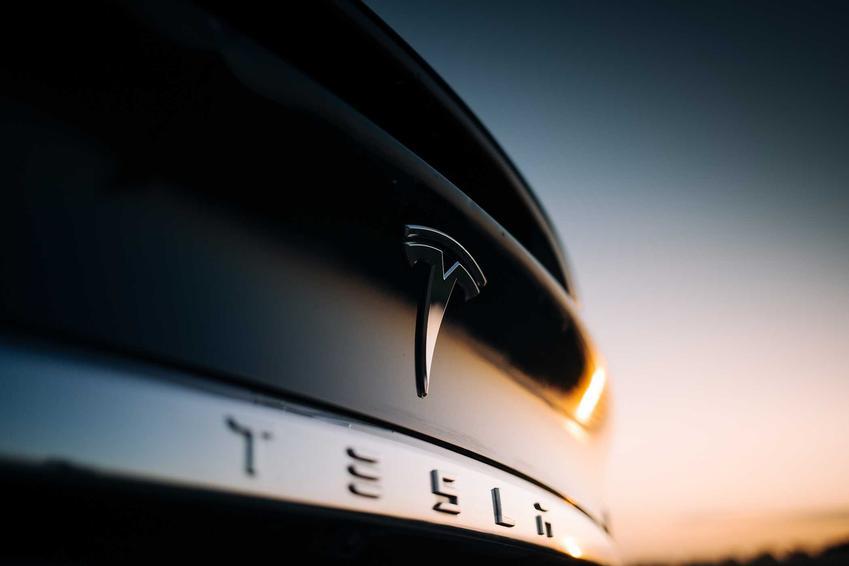 Samochód Tesla, czyli ile kosztują auta elektryczne Tesla krok po kroku