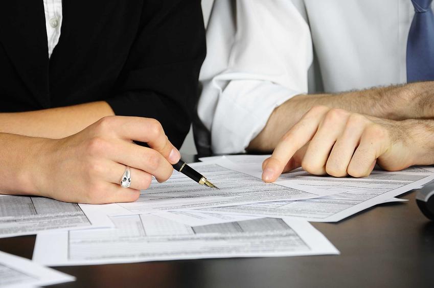 Podpisywanie wypowiedzenia umowy o pracę przez pracownika w trybie natychmiastowym, czyli jak to zrobić, omówienie i formalności