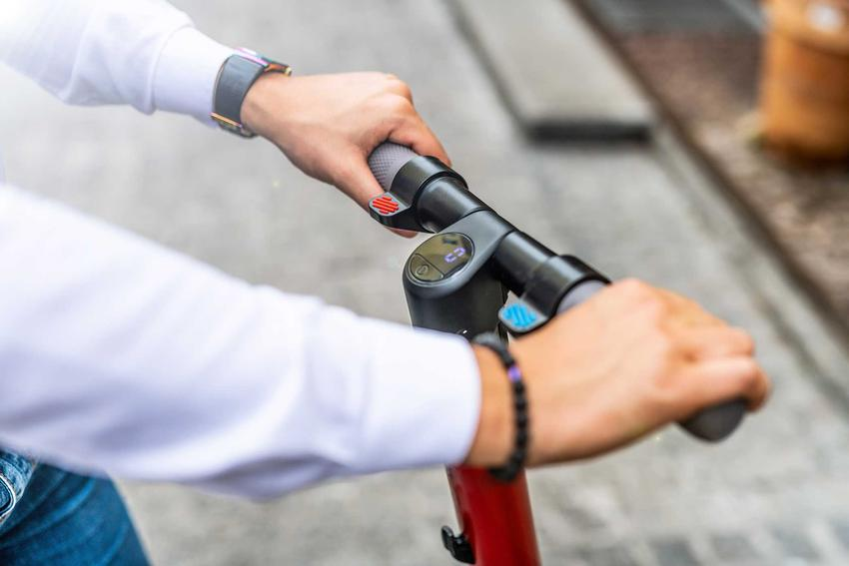 Jazda na hulajnodze elektrycznej, a także ile kosztuje hulajnoga elektryczna krok po kroku, cena różnych modeli