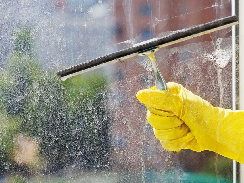 Czyszczenie szyb czy szyby samoczyszczące? Szyby dobrze się sprawdzają i naprawdę czyszczą się same.