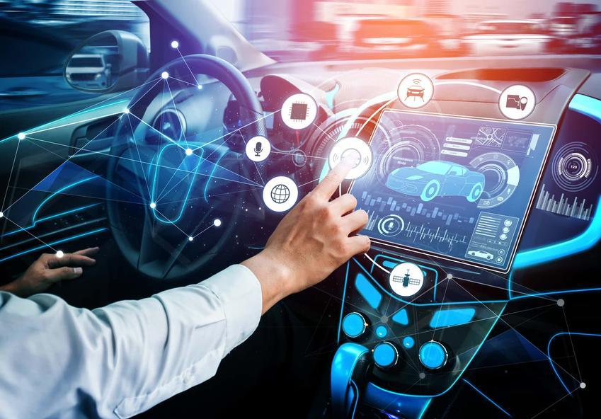 Wnętrze samochodu elektrycznego z nowoczesnymi komputerami, dofinansowanie do elektryków, gdzie znaleźć stacje ładowania samochodów elektrycznych