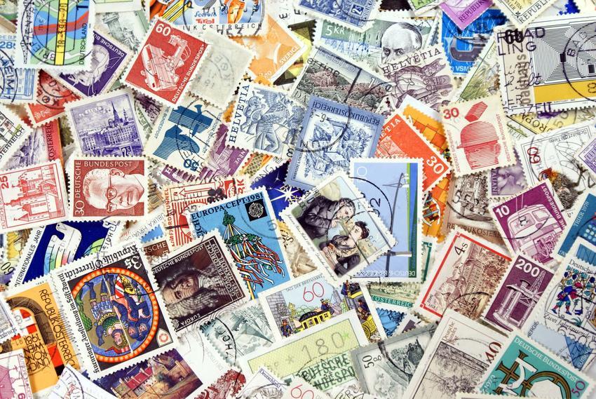 Duża ilość znaczków pocztowych, kolorowe znaczki pocztowe, jak ciężkie paczki można wysłać pocztą, kategorie wagowe paczek, nadawanie listów i paczek za granicę
