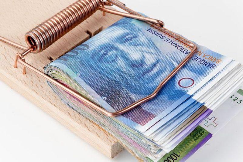 Kredyt we frankach przedstawiony jako pułapka na myszy, a także informacje, jak sprzedać mieszkanie, które jest obciążone kredytem frankowym