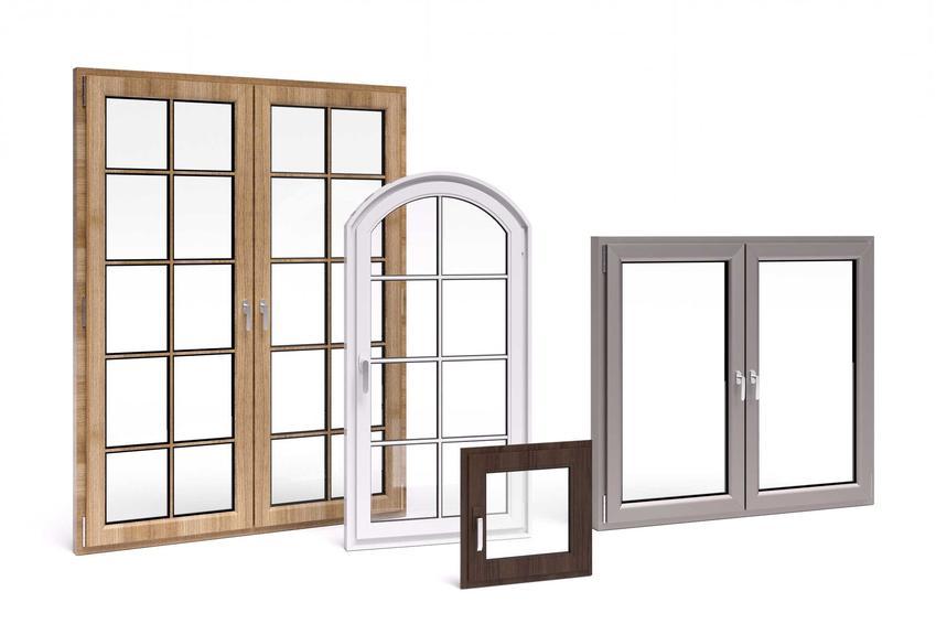 Zestawienie okien i różnych rodzajów ramy - z drewna, z PCV, tworzywa sztucznego, ramy różnych wielkości i kolorów