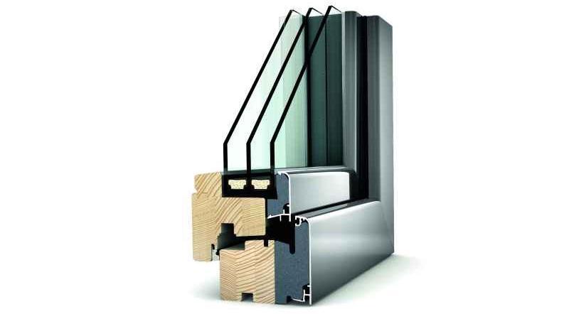 Okna trzyszybowe i dwuszybowe są bardziej izolujące i zmniejszają poziom natężenia hałasu z zewnątrz.