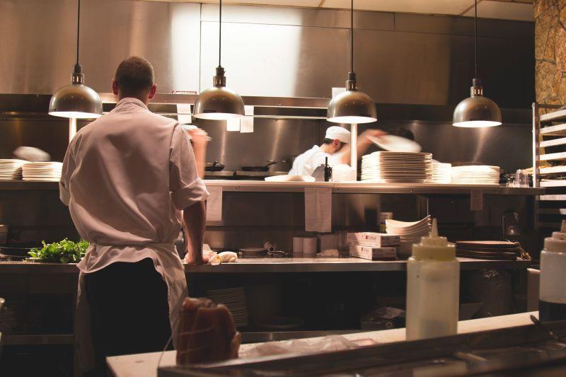 Wymogi Sanepidu dla małej gastronomii - wykończenie wnętrz jest ściśle regulowane zasadami Sanepidu dla zakładów gastronomicznych.