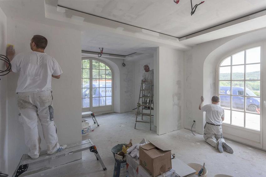Remont i wykończenie mieszkania może trwać nawet kilka miesięcy. Wszystko zależy od tego, jak bardzo intensywny jest remont i jak glęboko sięgają zmiany.