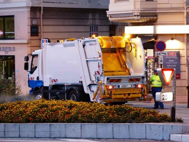 Wywożenie śmieci w Warszawie, a także wywóz śmieci w innych dużych miastach Polski, ceny, koszt usługi