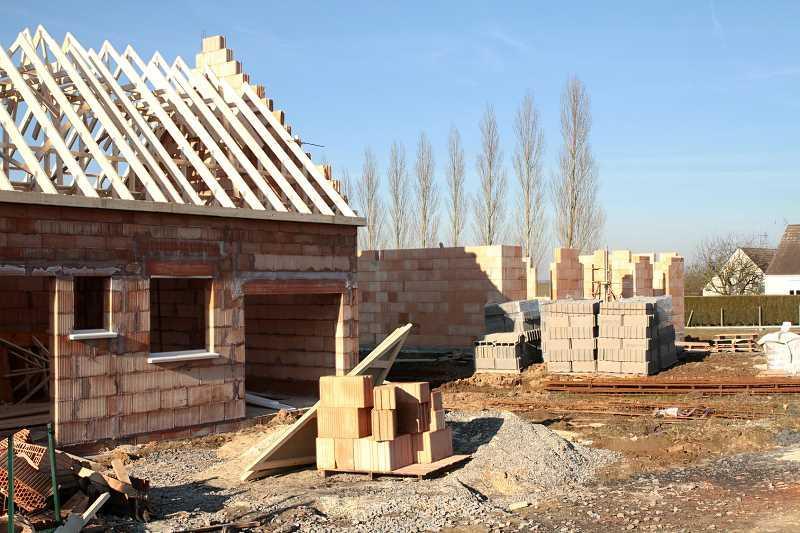 Kosztorys budowy domu jednorodzinnego trzeba przygotować przed budową. Kostorys budowy to zarówno cena materiałów, jak i robocizna.