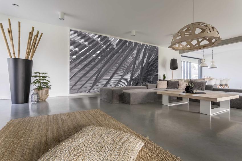 Beton polerowany na podłodze bardzo ładnie się prezentuje, a jednocześnie nie jest drogi, w porównaniu na przykład do drewnianej podłogi.