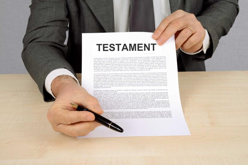 Spadek po rodzicach czy innych bliższych lub dalszych krewnych musi zostać potwierdzony prawnie, nawej jeżeli został spisany i poprawnie sporządzony testament, Wniosek o nabycie spadku może spadkobierca testamentowy.