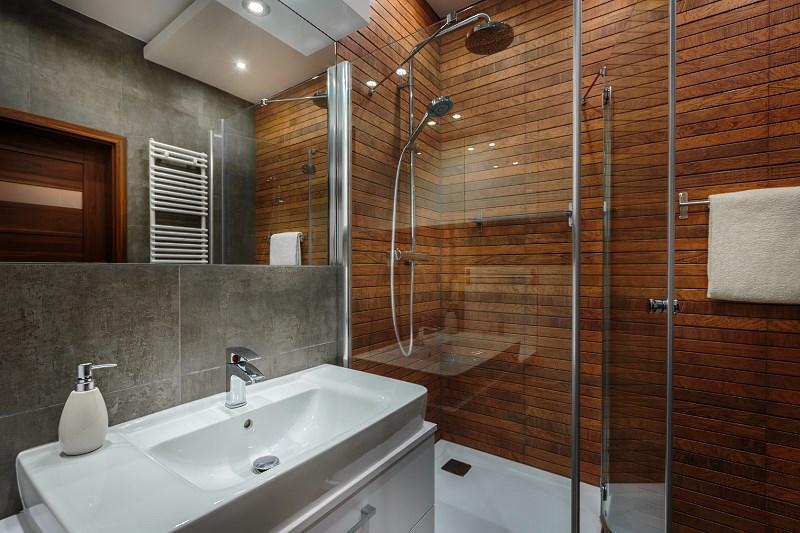 Mała łazienka urządzona w nowoczesny sposób, a także jak urządzić małą łazienkę krok po kroku, najważniejsze informacje