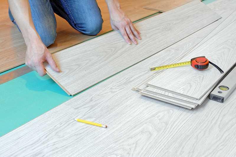 Układanie paneli podłogowych krok po kroku, a także jak układać panele, porady, rodzaje, parametry, produkty, montaż