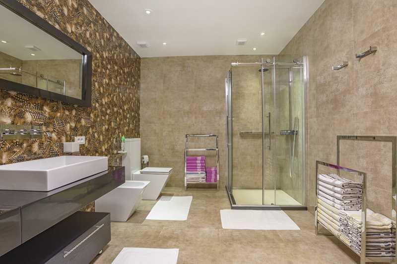 Kabina prysznicowa w dużej łazience, a także jak uszczelnić kabinę prysznicową samodzielnie krok po kroku w łazience