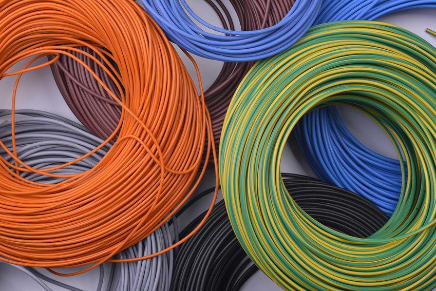 Kolory kabli starszego typu i niestandardowe także mają swoje oznaczenia. Pomarańczowy, brązowy, żółty czy biały przewód zdarza się dość rzadko
