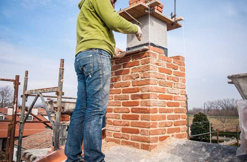 Murowanie komina na dachu krok po kroku, a także porady, wskazówki, metody, materiały, samodzielne murowanie komina