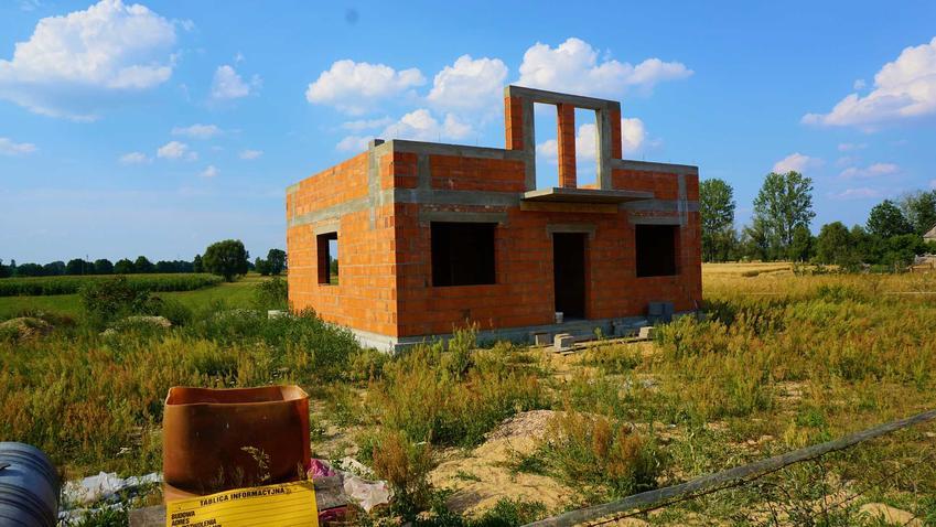 Grunty wysadzinowe to spory problem przy budowie domu, ale jest to możliwe, zastosowanie, budowa krok po kroku