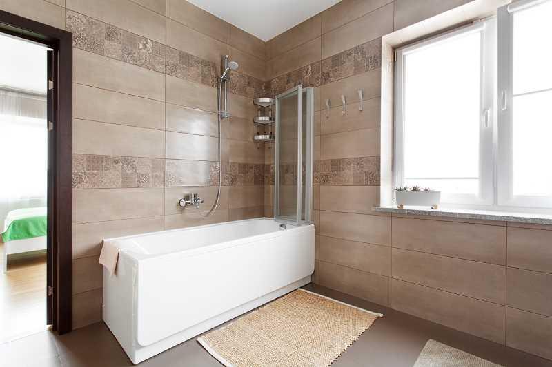 Wanna z prysznicem w nowoczesnej łazience, a także aranżacje, zastosowanie, wady i zalety oraz opinie