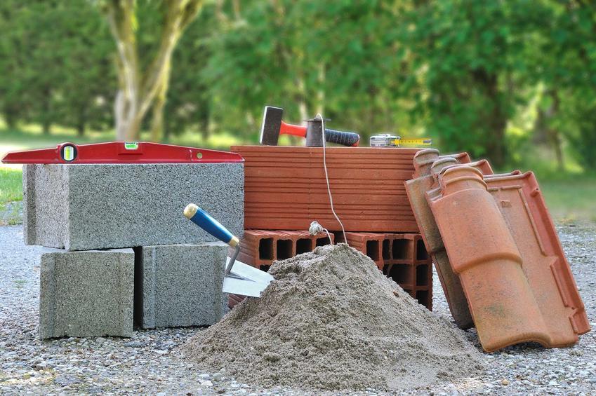Materiały budowlane na ściany i stropy mają różne ceny. Cennik materiałów budowlanych może się różnić w zależności od rejonu Polski.