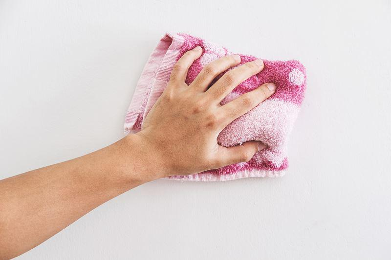 Mycie ściany mydłem malarskim przed malowaniem, a także zastosowanie mydła malarskiego krok po kroku i jak się stosuje mydło malarskie