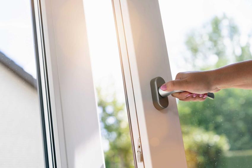 Nawiewniki okienne najlepiej sprawdzają się w blokach i małych pomieszczeniach, gdzie zawsze potrzebna jest wymiana powietrza