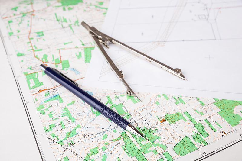 Mapy geodezyjne można znaleźć także w sieci, na przykład na geoportalu. Mapy geodezyjne istnieją także w formie planów i są do odebrania w urzędzie planowania miasta