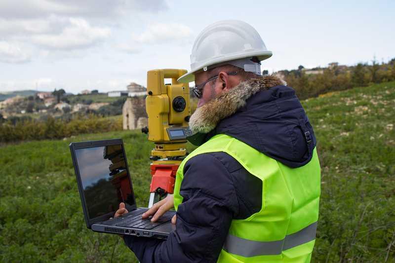 Mapy geodezyjne są ważnym elementem projektu budowlanego. Wniosek o wydanie map geodezyjnych składa się w starostwie.