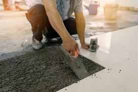 Układanie płytek na podłodze i ścianie krok po kroku - poradnik praktyczny