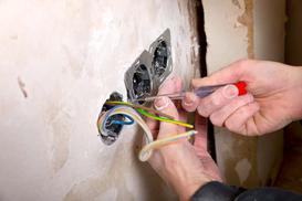 Układanie instalacji elektrycznej - na co zwrócić szczególną uwagę?