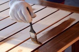 Malowanie drewna krok po kroku - wybór farby do drewna, nakładanie farby, porady